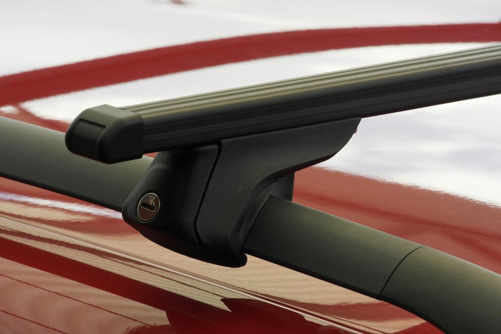 střešní-nosič-na-podélné nosiče-hagusy-s-ocelovou-tyčí